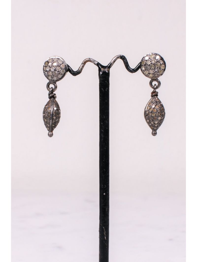 Earrings with diamonds