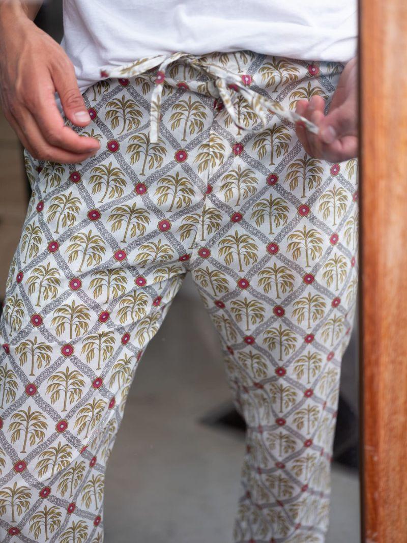 Heren lounge broek gemaakt van 100% biologisch katoen in New Palm print – Zomer Collectie